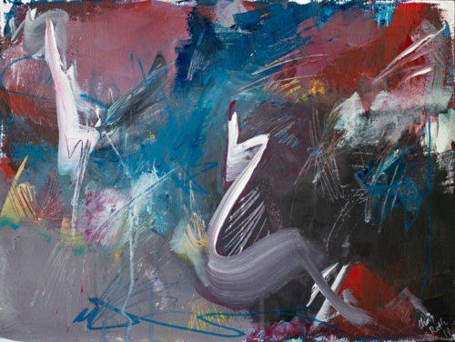 Abstraktes Gemälde in zurückhaltenden Tönen von Grau, Ultramarin und gebrochenem Rot. In der Mitte und am oberen linken Rand sind geschwungene weiße Formen zu sehen, hinterlassen von mutigen Pinselstrichen.